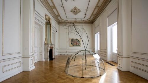 4_mario_merz_cycladic_art_museum_athens_greece_neon_numbers_are_prehistoric_yatzer