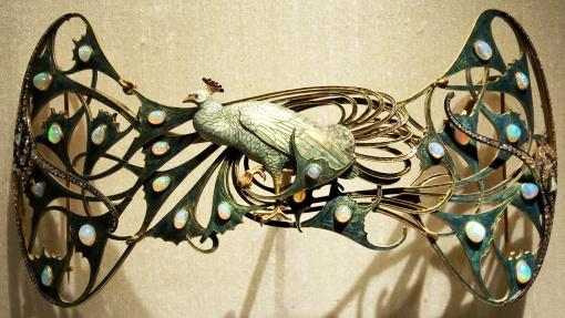 1898-1900 René Lalique, Peacock pectoral, 1898-1906.jpg